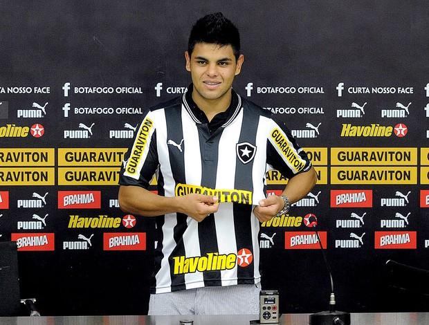 Lima apresentado no Botafogo (Foto: Fábio Castro / Agif)