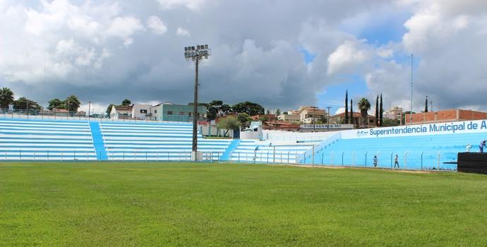 Estádio Genervino da Fonseca, em Catalão (Foto: Fernando Vasconcelos / GloboEsporte.com)