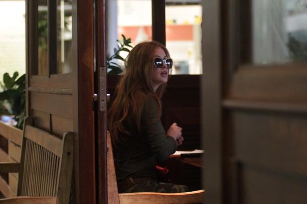 Marina Ruy Barbosa almoça com Klebber Toledo (Foto: Derick Abreu / Photo Rio News)