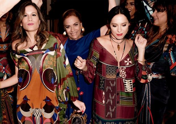A partir da esquerda, Mariana Brennand, a arquiteta Esther Giobbi, Stephanie Wenk, a estilista Adriana Barra e, ao fundo, a RP Letícia Veloso (Foto: Fernando Schlaepfer E Philippe Kliot)