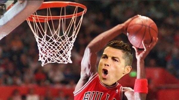 ... Rosto de Cristiano Ronaldo no corpo de Michal Jordan em meme por mão na  bola no 3735b0682cde5