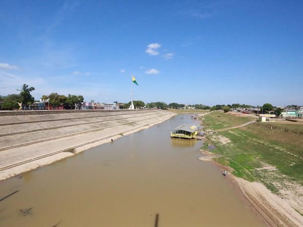 Rio Acre enfrenta baixo nível causado pela estiagem; imagem datada do domingo (3) (Foto: Marcos Vicentti/Arquivo pessoal)