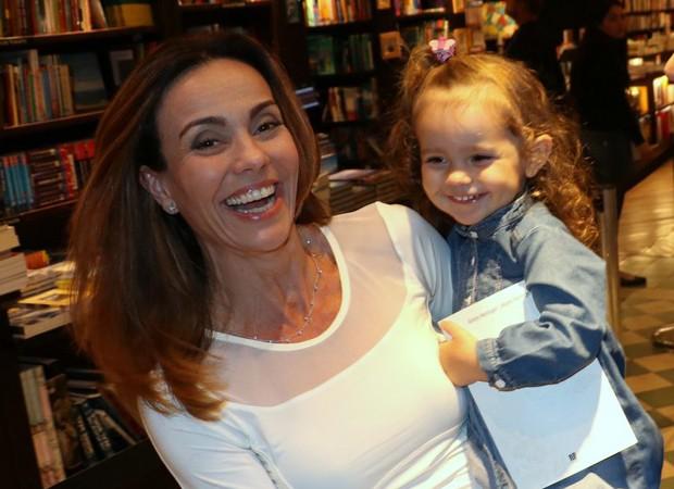 Flávia Monteiro e a filha, Sophia (Foto: AgNews)