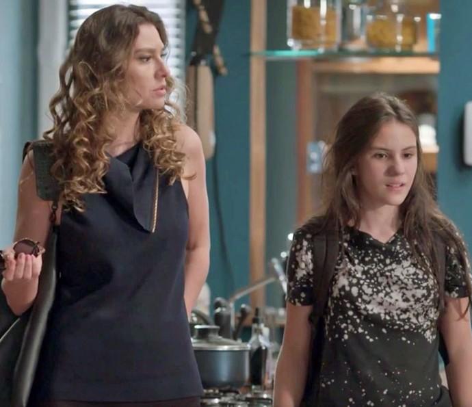 Natasha e Jojô ficam confusas (Foto: TV Globo)