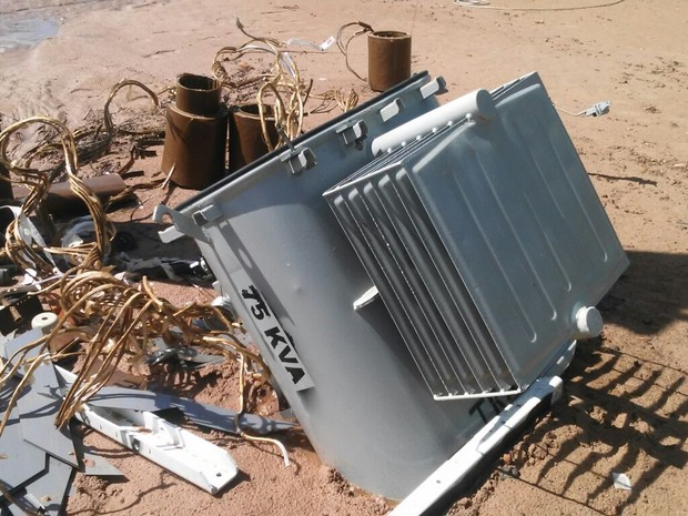 Os assaltantes levaram somente as peças internas do transformador, compostas por bobinas de cobre. (Foto: Rogério Aderbal/G1)