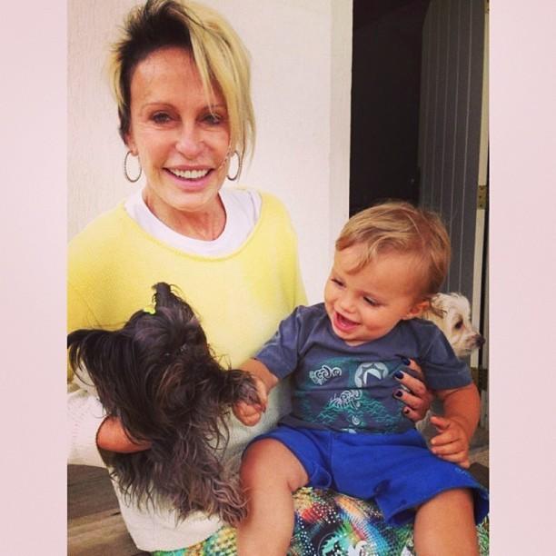 Ana Maria com o neto (Foto: Reprodução/Instagram)