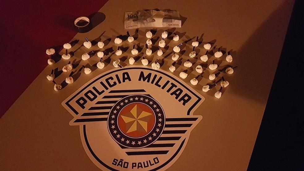 Droga estava no porta-luvas do veículo (Foto: Polícia Militar/Cedida)