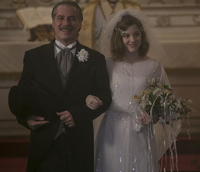 Alice em cena como Cecília no casamento com Heitor  (Foto: Inácio Moraes/Gshow)