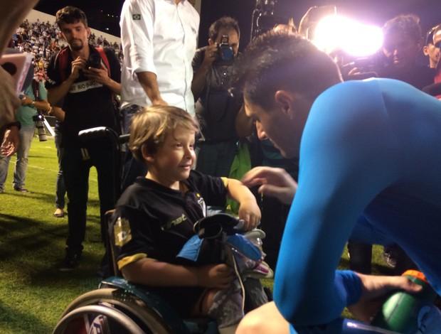 BLOG: Mascote do ABC ganha luvas do goleiro do São Paulo; veja fotos