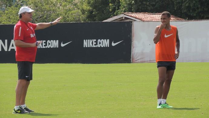 Abel conversa com Alan Patrick em treino do Inter (Foto: Paula Menezes/GLOBOESPORTE.COM)