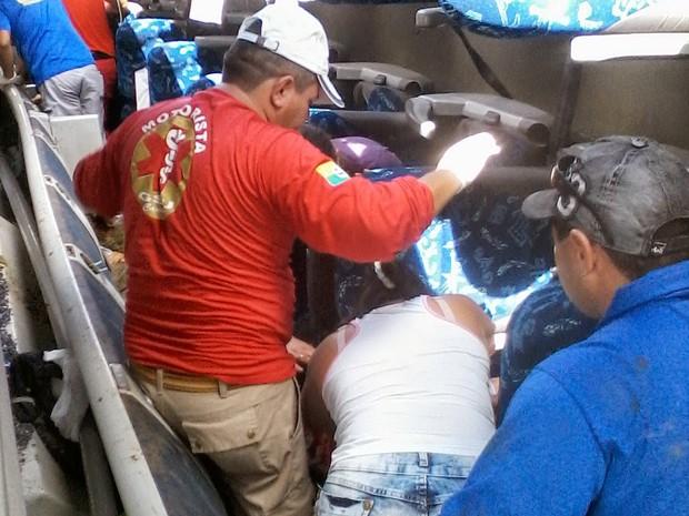 Ônibus tomba em rodovia e deixa mortos e feridos no Ceará (Foto: Canindé Notícias)