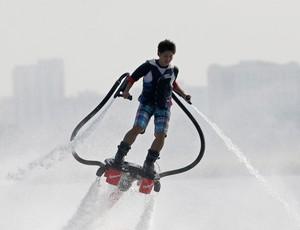 Yuta Shiozawa Flyboard (Foto: Reuters)