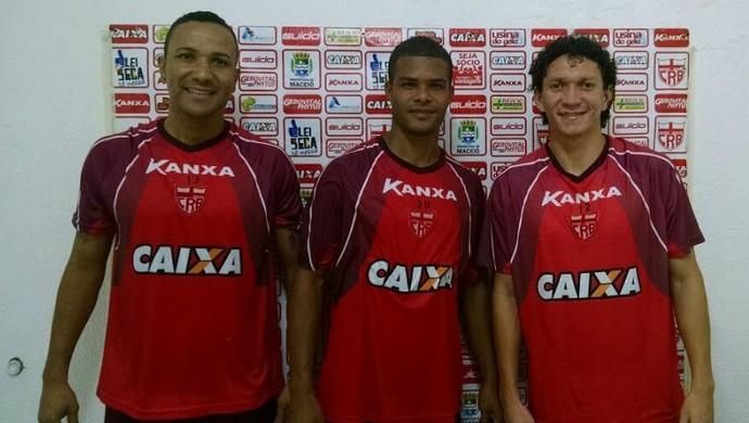 Josa, Kanu e Pery se apresentam ao CRB (Foto: Caio Lorena / GloboEsporte.com)
