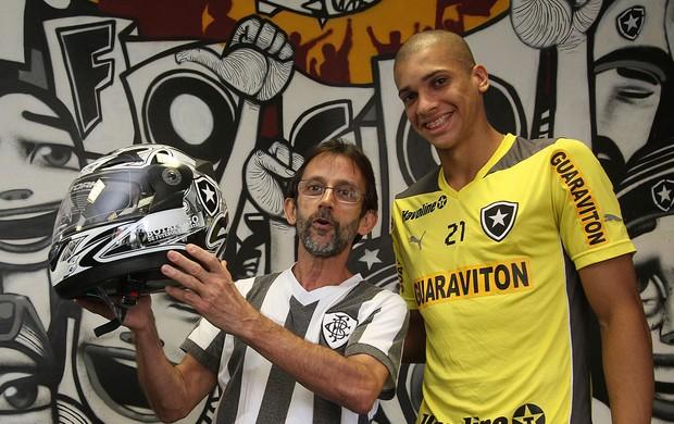 doria botafogo torcedor capacete (Foto: Vitor Silva / SSPress)