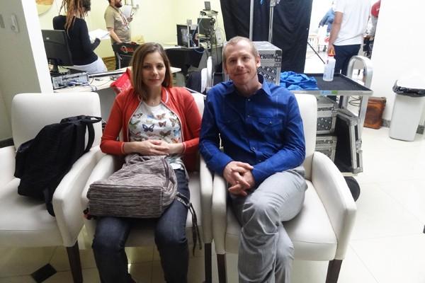 Elisa Volpatto e Evandro Soldatelli nos bastidores de Doce de Mãe (Foto: Jessica Mello/RBS TV)