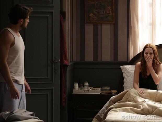 Viktor decide contar revelações da ruiva para o pai (Foto: Fábio Rocha/TV Globo)