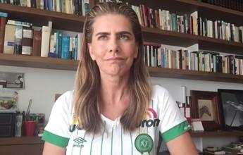 Maitê Proença veste camisa da Chape e fala de afeto pelo clube catarinense