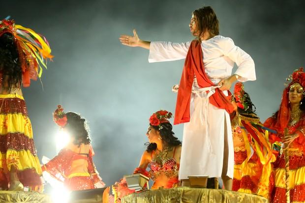 Paulo Dalagnoli como Jesus Cristo no desfile da Viradouro (Foto: ROBERTO FILHO / BRAZIL NEWS)