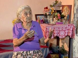 Carmélia lembra histórias do campo de concentração em Senador Pompeu (Foto: TV Verdes Mares/Reprodução)