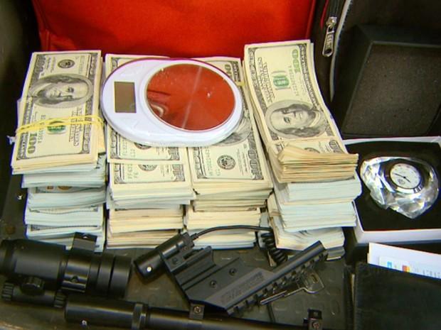 Baep apreende cerca de US$ 230 mil com quadrilha de tráfico de drogas em Campinas (Foto: Reprodução/EPTV)