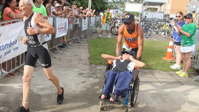Atleta leva filho com deficiência para competições  (Foto: Fecomércio-PR/ Divulgação)