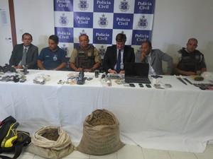 Operação contra o tráfico de drogas em Cosme de Farias, em Salvador (Foto: Reprodução/TV Bahia)