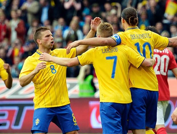 Ibrahimovic comemorando gol - Suécia x Sérvia (Foto: AFP)