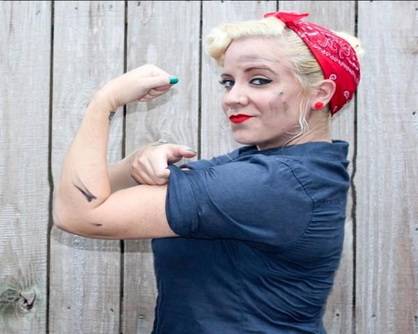 A maquiadora Brittany Rocks se fantasia de Rosie the Riveter (Foto: Reprodução / Instagram)