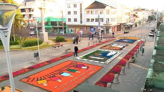 Confecção de tapetes e procissão marcam feriado de Corpus Christi no Rio Grande do Sul