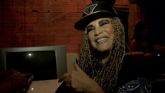 Regina Duarte se emociona com  homenagem
