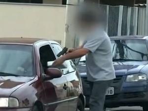 Polícia prende grupo suspeito de vender remédios controlados e atestados médicos (Foto: Reprodução/TV TEM)