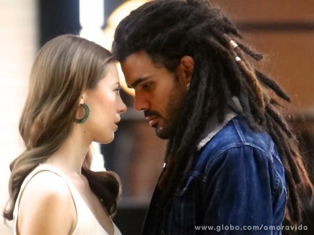Ninho ainda insiste no amor dos dois (Foto: Amor à Vida / TV Globo)
