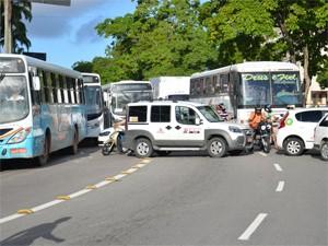 Trânsito ficou congestionado no Centro de João Pessoa (Foto: Walter Paparazzo/G1)