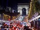 Paris inaugura iluminação natalina da avenida Champs-Elysées