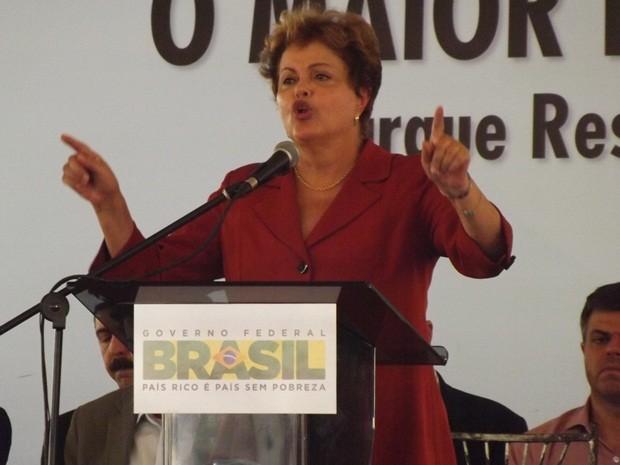 Dilma durante discurso em visita a Rio Preto  (Foto: Marcos Lavezo/G1)