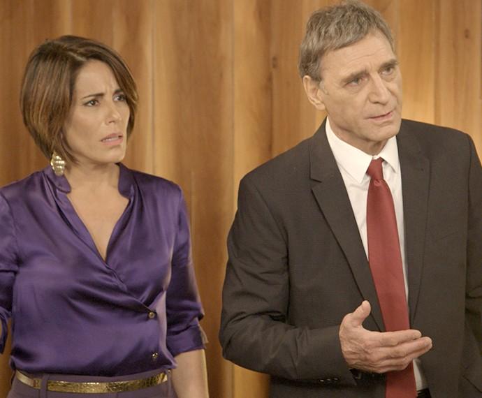 Beatriz e Otávio interrompem conversa (Foto: TV Globo)