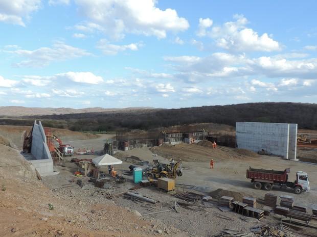 Barragem de Barro Branco, em Sertânia (Foto: Katherine Coutinho / G1)