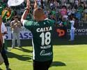 """Walter retoma camisa 18 no Goiás e alfineta Petraglia: """"Presidente doente"""""""