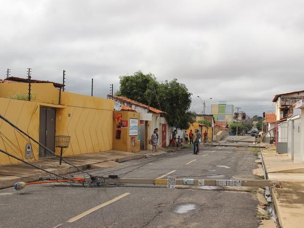 Moradores acordaram assustados com o barulho (Foto: Gustavo Almeida/G1)