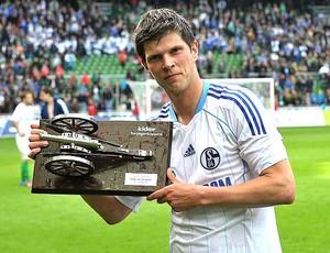 Huntelaar com o prêmio de artilheiro do Campeonato Alemão (Foto: Divulgação / FIVB)