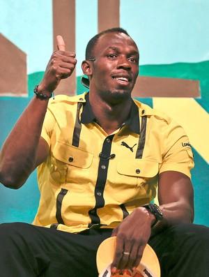 Bolt durante coletiva em Londres (Foto: AP)