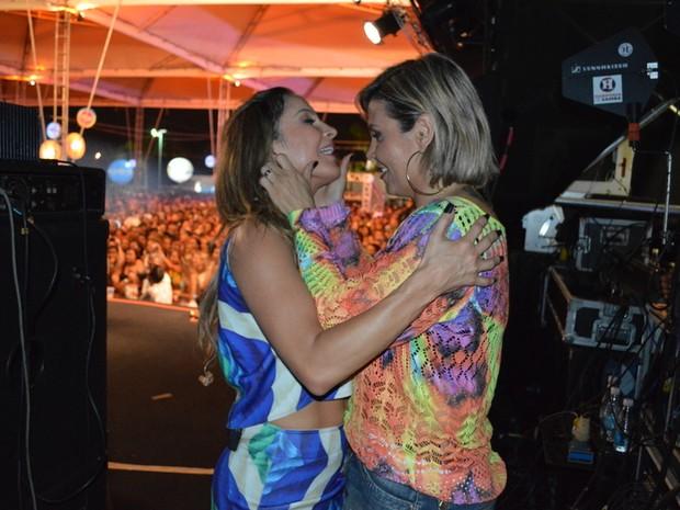 Claudia Leitte e Carla Perez em show em Salvador, na Bahia (Foto: Felipe Souto Maior/ Ag. News)