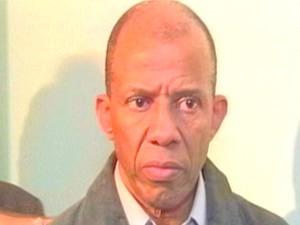 O médico quando foi preso pela polícia em 2010, em Taubaté. (Foto: Reprodução/TV Vanguarda)