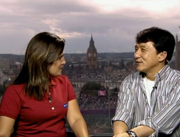 Jackie Chan, ao lado de Mariana Monteiro (Foto: Reprodução SporTV)