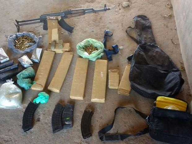Cerca de sete toneladas de drogas, entre cocaína e maconha, foram apreendidos (Foto: Divulgação/Polícia Civil)