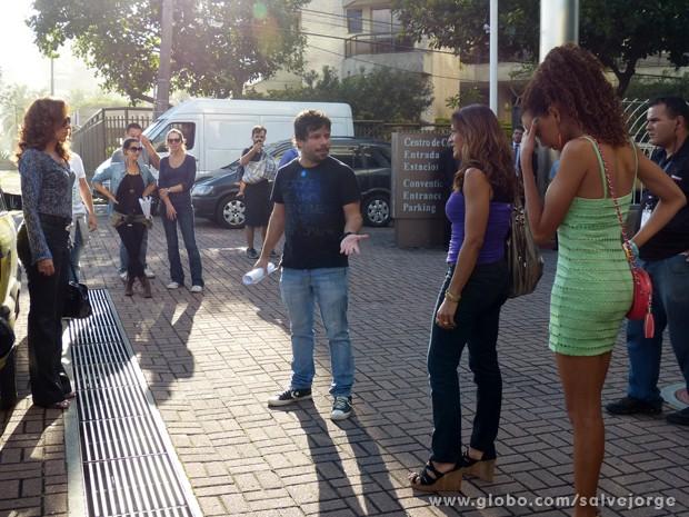 Totia Meirelles, Dira Paes e Lucy Ramos gravam cenas com a direção de João Paulo Jabur (Foto: Salve Jorge/TV Globo)