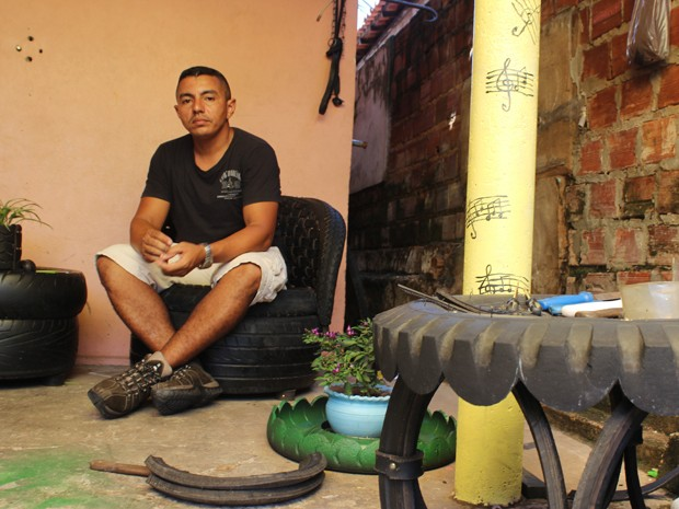 Valter José Ferreira faz da garagem de casa o seu ateliê de boas ideias (Foto: Patrícia Andrade/G1)