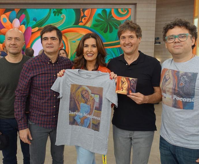 Fátima posa com o grupo Skank nos bastidores  (Foto: Vinícius Cunha/Gshow)