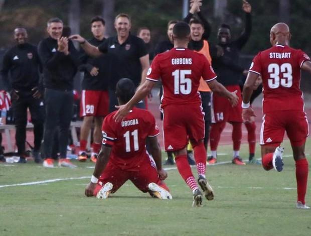 Drogba comemora gol do Phoenix Rising na USL