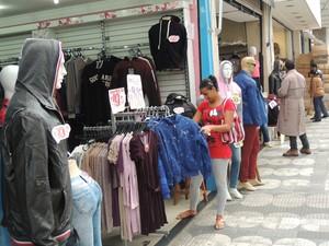 Dia dos Namorados movimenta comércio em Mogi das Cruzes (Foto: Pedro Carlos Leite/G1)